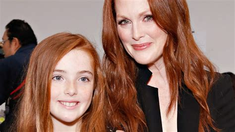 julianne moore hair colour from the drug store 9 times julianne moore s daughter liv looked just like her
