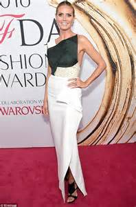 Cfda Awards Carpet Debra Messing And Heidi Klum by Heidi Klum Stuns In Chic Black And White Ensemble At Cfda