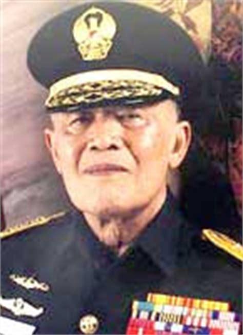 biografi jendral a h nasution biografi tokoh dunia pahlawan nasional jendral a h nasution