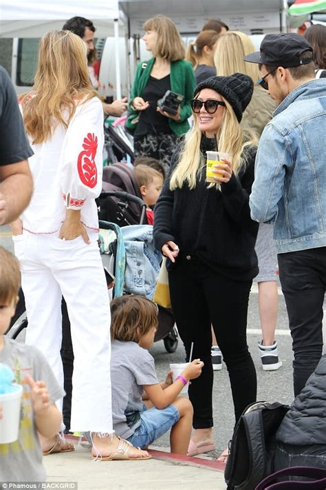 Hilary Runs Into Joel by Hilary Duff Covers Baby Bump In Black As She Runs Into