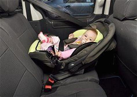 Babyschale Im Auto Befestigen eine babyschale f 252 r das auto