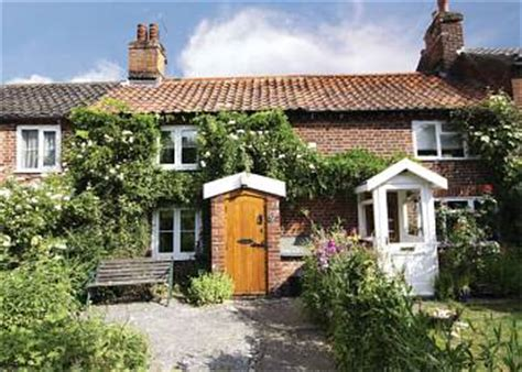 Gordon House Cottages by Cottage For Rent In Geldeston Beccles Suffolk