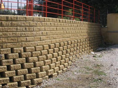 mattoni tufo giardino blocchi di tufo materiali da giardinaggio blocchi di