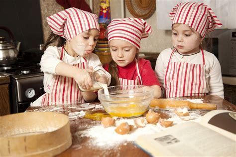 les enfants en cuisine les cours de cuisine un moment magique pour de petits