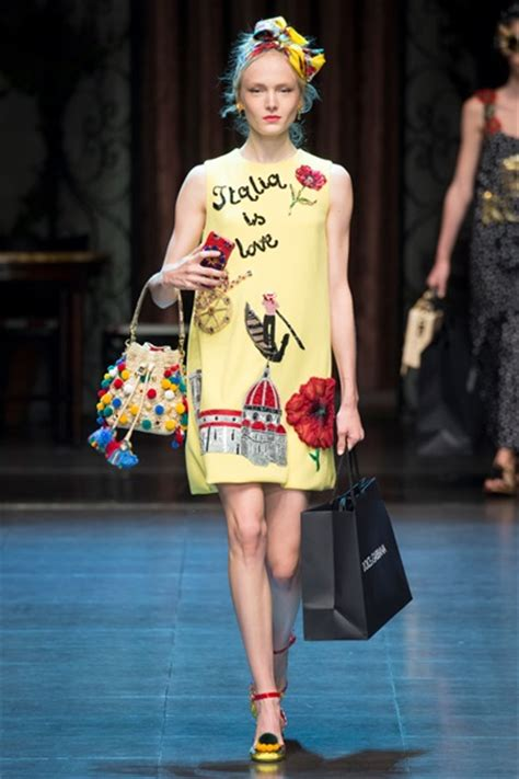 Catwalk To Carpet Alba In Dolce Gabbana by Sfilata Dolce Gabbana Collezioni Primavera