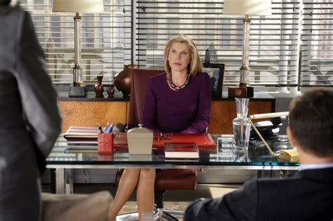 the good wife hairstyle mom muse shannon dubois mom style lab mom style lab