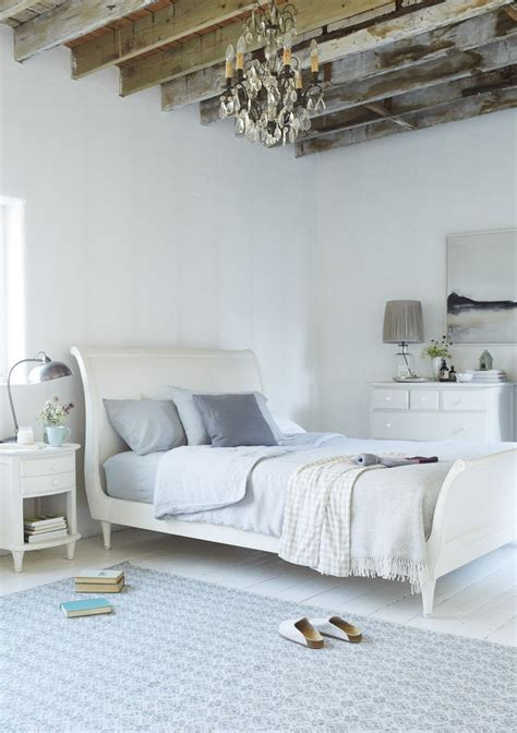 bedrooms with sleigh beds best 25 off white bedrooms ideas on pinterest