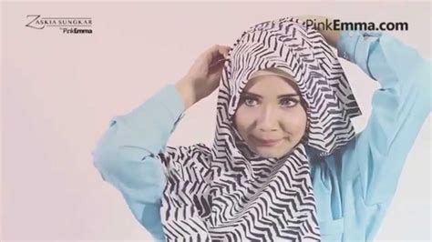 Cara Memakai Jilbab Segi Empat Ala Zaskia Sungkar tutorial pashmina zaskia sungkar til chic dengan