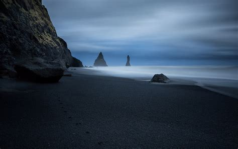 where is the black sand traces of the animal on the black sand wallpapers