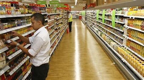 Coles Shelf Stacking by War On Shelves In Coles And Woolies Dailytelegraph Au