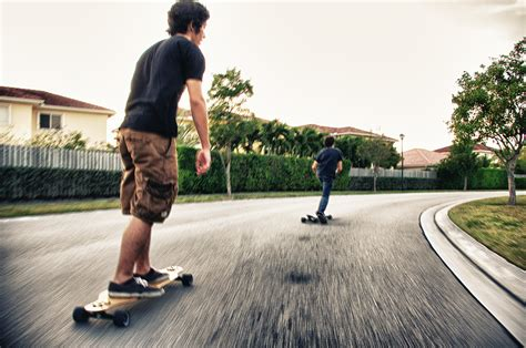 how to get comfortable on a skateboard a buyer s guide to longboard skateboard decks