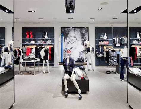 Guess flagship store New York 05 » Retail Design Blog