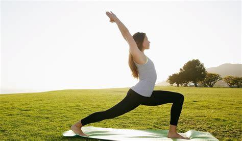 imagenes de yoga acrobatico yoga beneficios tipos de yoga asanas y m 225 s relajemos com