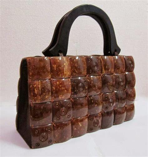 Batok Kaingesper Kain membuat kerajinan tas dan tempat tisu dari batok kelapa