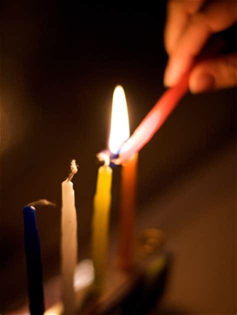how to light hanukkah candles chanukkah religious holidays