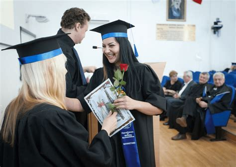 Are Scholarships Easier To Get For For An Mba by How To Get The Best Ride Scholarships For Graduating