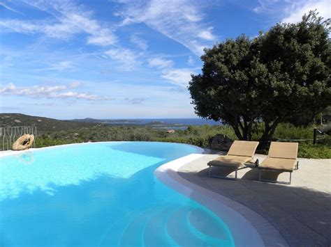 ville con giardino e piscina villa con giardino e piscina a sfioro con splendida vista