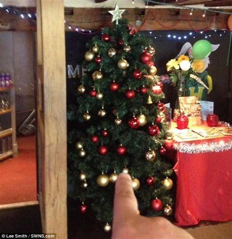 harvester bosses in milton keynes put up christmas tree