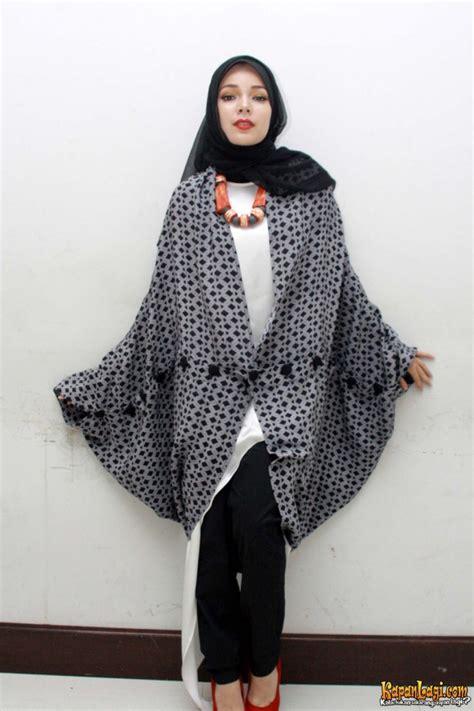 desain grafis hijab dewi sandra sang motivator wanita hijab fashion hijab