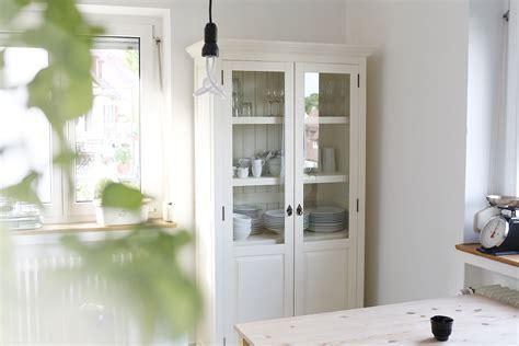 Badezimmermöbel Im Landhausstil by Klare Moderne Zimmer Streichen Graue Wand