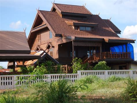 dog house thailand beautiful houses in thailand page 11