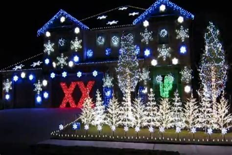 dos equis programs holiday lights to play their theme