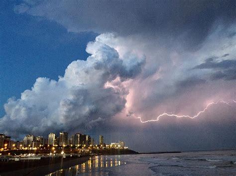 imagenes de fuertes tormentas defensa civil advierte la presencia de fuertes tormentas
