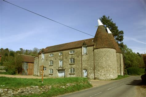 house to buy in kent buy a house in kent oast houses foxbury farm 169 oast house archive cc by sa 2 0