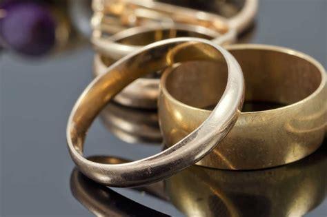 cadenas de oro limpiar con que limpiar los aretes de oro joyas de plata