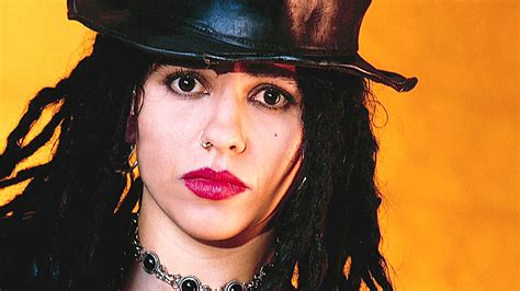 linda perry behind the music linda perry fights for her version of quot what s up quot behind