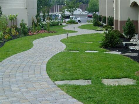 imagenes de jardines con adoquines senderos y caminos de piedra para el jard 237 n