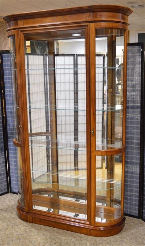 Pulaski 2 Door Curio Cabinet W Bow Glass Doors Pulaski Curio Cabinet With Glass Doors