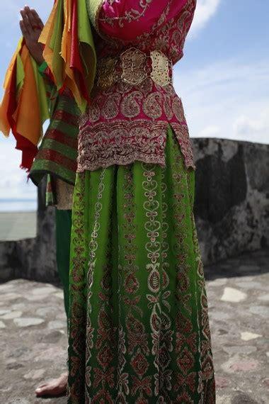 Batu Batik Ternate kemewahan kesultanan ternate dalam baju adat ternate