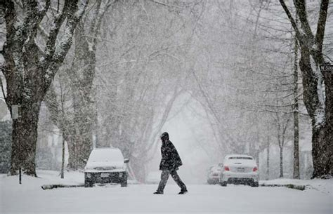 snow flurries weather snow flurries and cold weather set to continue across