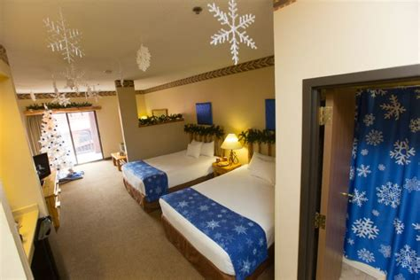 great wolf lodge hotel rooms win a one stay at great wolf lodge in our family