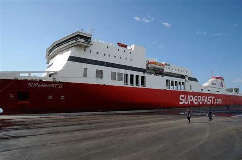 porto di bari traghetti foto il maestrale spazza il porto di bari traghetto urta