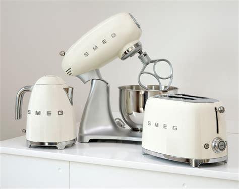 Delonghi Vintage Icona Toaster Black Buy Smeg Klf01cruk 50 S Retro Style Kettle Klf01cruk