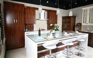salle de montre espace cuisine classique panneaux d