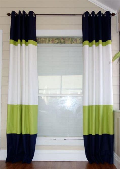 cheap green curtains gekleurde banen aan elkaar voor een speels effect