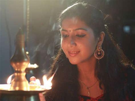 Wedding Bells In Kaumudi by ക മ ദ ച നല ല അവത രകയ യ റ സ ന ജ ള Rosin Jolly