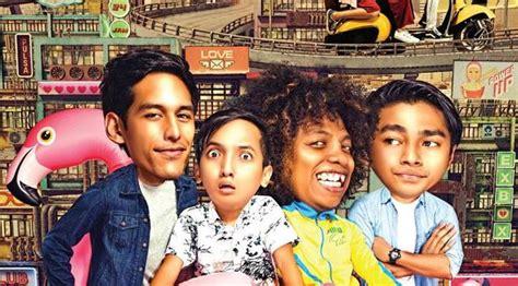 pemain film jomblo 7 turunan pemain film jomblo til setengah bugil di poster celeb