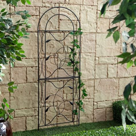 metal garden wall trellis best 25 metal trellis ideas on metal garden trellis vine trellis and trellis on fence