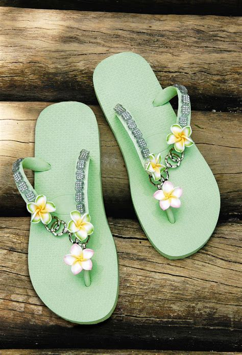 Flip Flop Decorating Ideas by 15 Diy Flip Flop Ideas How To Decorate Your Summer Sandals