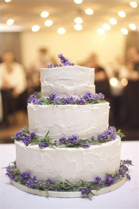 hochzeitstorte lavendel white wedding cake and lavender accents weddingcake