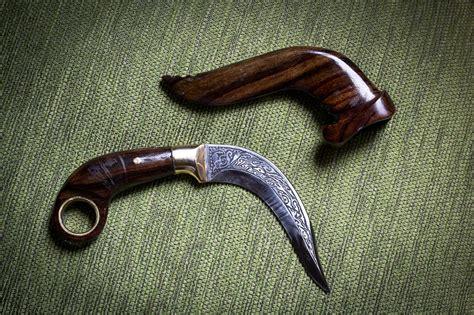 Pisau Kerambit Tradisional kerambit senjata mematikan asal minangkabau dan mendunia