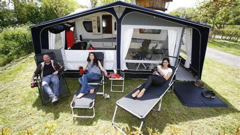 hangar pour caravane nos conseils pour monter auvent le monde du plein air