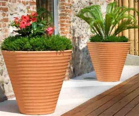 vasi da giardino grandi dimensioni come scegliere i vasi in resina scelta dei vasi come