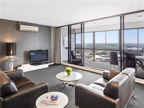 meriton serviced appartments sydney meriton serviced apartments kent street sydney compare deals