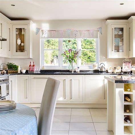 Cream Country Kitchen Ideas 1000 ideas about cream kitchen cabinets on pinterest