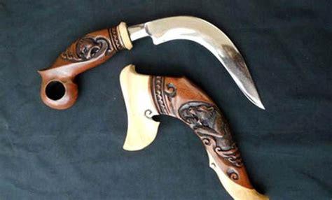 Pisau Kerambit Tradisional 5 senjata tradisional sumatera barat gambar dan